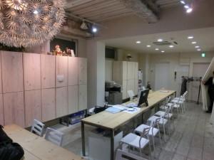 六本木の不動産屋さんの店内♪♪ 床貼りも机も小沼博行社長の手作りっ♪♪